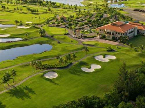 Snuggled between San Juan and the El Yunque rainforest, Coco Beach in Puerto Rico is where you'll find a pair of sprawling 18-hole courses