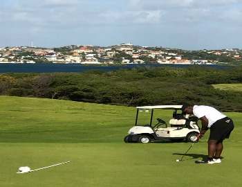 Putting at Old Quarry Golf Course in Curacao